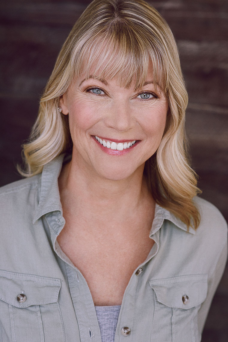 Actor Dianne Zank with a great smile for this an effective commercial headshot.